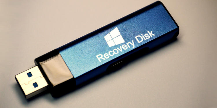 How do i recover lost files on a flash drive