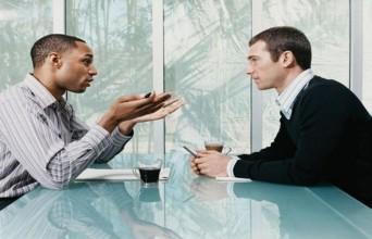 Gesture Saat Berkomunikasi Tidak Terbentuk dengan Cara Melihat